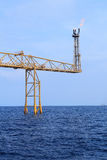 Crescimento e fogo quentes do alargamento na plataforma a pouca distância do mar Imagens de Stock