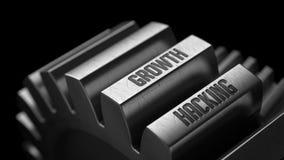 Crescimento que corta nas engrenagens do metal Fotos de Stock