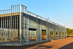 Crescita ascendente di nuova costruzione commerciale della struttura d'acciaio immagini stock