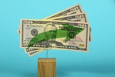 Crescita del dollaro americano illustrata sopra il blu Fotografia Stock