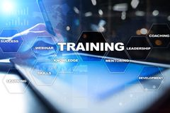 Crescita del professionista di sviluppo e di addestramento Concetto di istruzione e di Internet immagine stock