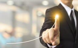 Crescita di piano dell'uomo d'affari alta o affare di sviluppo di aumento Immagine Stock