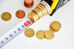 Crescita di soldi di misurazione Fotografie Stock