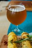 Crespelle och öl Arkivfoton