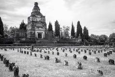 Crespi d'Adda工作者村庄:坟园 黑色白色 库存照片