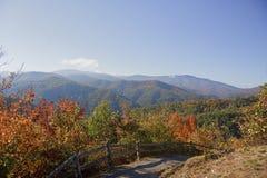 cresta blu delle montagne di caduta Fotografia Stock