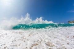 Cresta de onda de Shorebreak Fotografía de archivo libre de regalías