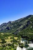 Cresta del canyon e di montagna del fiume immagine stock
