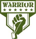 Cresta del guerrero de Hand Clutching Dogtag del soldado retra Imagen de archivo libre de regalías