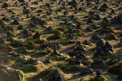 Cresta della lava di Laufskalavarda e cairn di pietra, Islanda fotografie stock libere da diritti