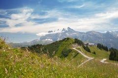 Cresta della montagna in alpi europee Fotografia Stock