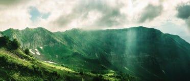 Cresta della montagna di Aibga in Krasnaya Polyana, Soci, Russia fotografia stock