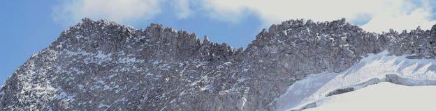 Cresta della montagna rocciosa Immagine Stock Libera da Diritti