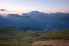 Cresta delle montagne di Marmolada ad alba Immagine Stock Libera da Diritti