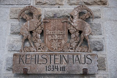 Cresta di legno sulla ritirata del ` s Kehlsteinhaus di Hitler Immagini Stock Libere da Diritti