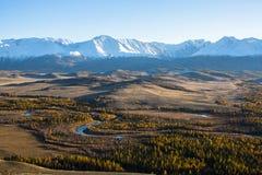 Cresta di Nord-Chui delle montagne di Altai e della steppa di Kuraiskaya, Repubblica di Altai Immagini Stock