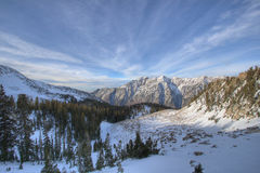 Cresta e nubi della montagna Immagine Stock
