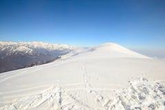 Cresta nevosa panoramica Fotografia Stock