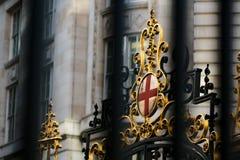 Cresta real en las calles de Londres imagen de archivo libre de regalías