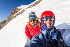 Cresta sorridente Huayna Potosi Bolivia della montagna di due alpinisti degli scalatori Fotografie Stock Libere da Diritti