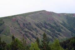 Crestas de canto rojas de la montaña fotos de archivo
