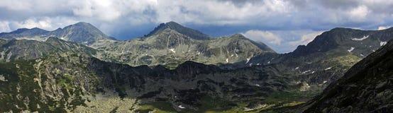 Crestas de montaña de Retezat imagen de archivo libre de regalías