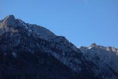 Crestas de montaña rocosa fotografía de archivo