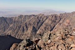 Creste della montagna nel Marocco Trekking su Toubkal Immagini Stock Libere da Diritti