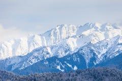 Creste di Snowy delle montagne di Caucaso Immagini Stock Libere da Diritti