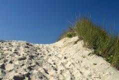 Cresting la duna foto de archivo libre de regalías