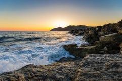 Creta do nascer do sol do Seascape, Grécia imagens de stock