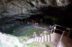 CRETA, GRÉCIA 21 DE JULHO: As escadas à caverna de Zeus em julho 21,2014 na ilha da Creta em Grécia fotografia de stock royalty free