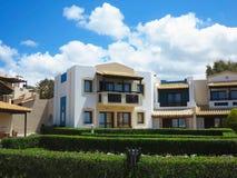 25 06 Creta 2015 Grécia Vista luxuosa da vila grega Fotografia de Stock Royalty Free