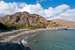CRETA, GRECIA 23 LUGLIO: Spiaggia idilliaca luglio 23,2014 di Preveli su Creta, Grecia La spiaggia di Preveli è situata 40 chilom Immagini Stock Libere da Diritti