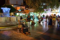 CRETA, HERAKLION 24 DE JULHO: Os músicos executam no quadrado de Eleftheriou Venizelou (quadrado) dos leões em julho 24,2014 em H Fotos de Stock Royalty Free