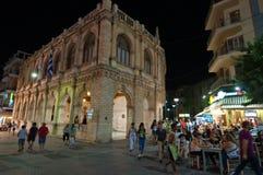 CRETA, HERAKLION 24 DE JULIO: La vida nocturna en leones ajusta en julio 24,2014 en la isla de Cete, Grecia Fotografía de archivo libre de regalías