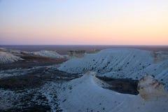 Cretaceous berg på solnedgången arkivfoton