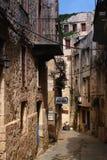 Cretan in una vecchia via nella città di chania Immagini Stock Libere da Diritti