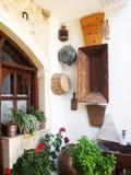 Cretan wioski podwórze zdjęcia royalty free