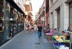 CRETE, HERAKLION-JULY 25: Zakupy uliczny Dedalou na Lipu 25,2014 w Heraklion na wyspie Crete, Grecja zdjęcia stock