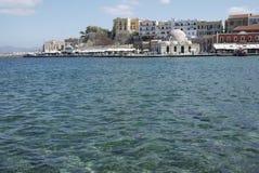 Crete w Grecja schronienia wakacyjnym dennym widoku z ruchliwie wakacyjną sceną obrazy royalty free