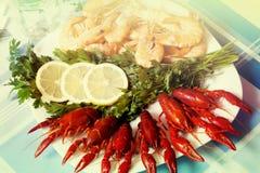 Crevette et écrevisses cuites sur la fin de plat  Photographie stock libre de droits