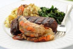 Crevette et bifteck grillés images libres de droits