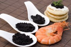 Crevette et caviar Photographie stock libre de droits