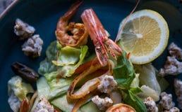 Crevette et citron Images stock