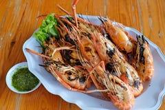 Crevette grillée avec de la sauce à fruits de mer Photos stock