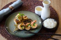 Crevette grillée d'aubergine avec du riz et le saki Photographie stock