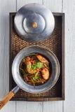 Crevette mise en pot avec des vermicellis Photos stock