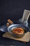 Crevette mise en pot avec des vermicellis Photo stock