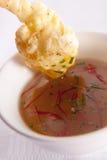 Crevette rose cuite à la friteuse dans l'immersion Image stock